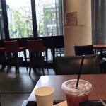 ラ ブティック ドゥ ジョエル・ロブション - セットアイスコーヒー200円(税込み)。至って普通のアイスコーヒーです。