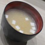 天丼 はなぶさ - ふぐ天丼(1,000円)付属の味噌汁2020年3月