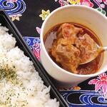 琉球焼肉なかま - 焼肉屋の賄い牛タンカレー