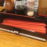 千駄木うどん 汐満 - 箸箱の中のリサイクル箸