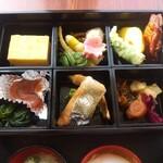 ラビスタ釧路川 - おかずの入ったお重箱。