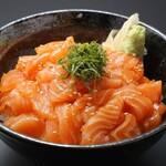 板前寿司  - 漬けサーモン丼