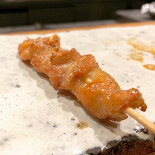近江シャモや大和肉鶏を使用。じっくり丁寧に焼き上げる串焼き。