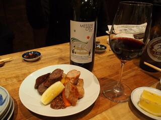 炭火焼鳥 きち蔵 - 短角牛&白金豚のソーセージ と 赤ワイン
