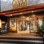 メガインディアンズ ステーキハウス - 外観写真: