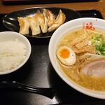 福ちゃんらーめん - 料理写真:餃子セット