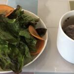 Bisutoropoppuakoko - サラダとスープ付き