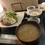 海遊山楽 ゆう - 料理写真:別角度から鷄タルと味噌汁