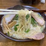 新進亭 - 白味噌ラーメン 720円 (リフト)