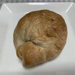 カンパーニュ - クリームチーズベーグル  240円