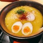 秋田比内地鶏生産責任者の店 本家あべや - 濃厚比内地鶏ラーメン