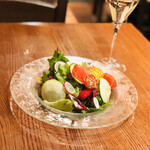 Vomero - 季節野菜のサラダ 有機ベビーリーフ