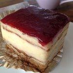 モンブラン - ラズベリーのケーキ280円