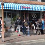 129481421 - ランチもディナーも行列のお店。久しぶりの訪問です。