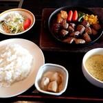 よかよか亭 - 赤牛サイコロステーキ定食
