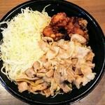 伝説のすた丼屋 - 料理写真:唐揚げ合盛りすた丼