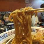 麺屋ZERO1 - 極太麺で迫力あり