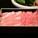 129523553 - 食べ比べランチ 5000円 の白金豚バラ、近江牛