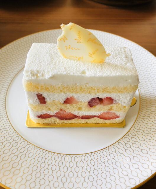 パティスリー プラン - ⚫︎ガトーブラン 潔いくらいの清廉さ♡プランさんを代表する苺のショートケーキ。