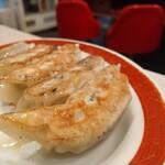 中華料理 松楽 - ふっくら餃子。