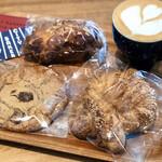 129538102 - プレッツェルクロワッサン、クロワッサンダマンド、チョコレートチャンキークッキー、レモンミルクラテ♡