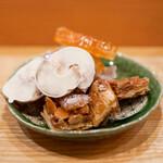 西洋料理 島 - パイ生地のフロランタン ラスク、ホワイトチョコレート 生姜のピール オレンジピール グレープフルーツピール