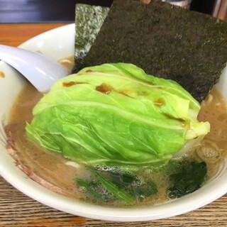 横浜ラーメン厨房 うえむらや - 料理写真:キャベツラーメン