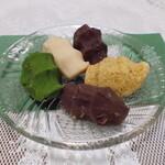 菊壽堂義信 - 高麗餅