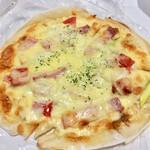 129554341 - アスパラとベーコンのピザ  税別1100円。