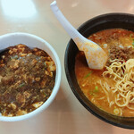 Daimiuchinchin - 担々麺と半麻婆丼