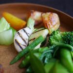 recte - 太良町森のアスパラガス、三野農園イエロービーツ、ファームウメムラのトチコガネなど彩り野菜