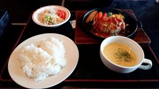 よかよか亭 坂梨本店 - ハンバーグ定食 Mサイズ チーズ