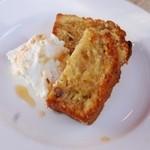 アールティーズ・インディアン・カフェ - 全粒粉のナッツケーキ