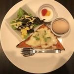 森の家珈琲店 - チーズたっぷりピザトースト
