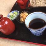 千本桜 - 蕎麦つゆ、薬味、小鉢