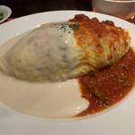 コトコトキッチン - 料理写真:オムライス ホワイトソースとミートソース