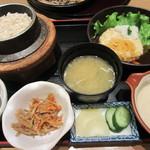 釜めし やきとり はん - 麦とろ釜飯(小)とハンバーグ
