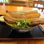DEN - 三枚肉そば 中 \930(20-04)