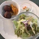 129572360 - セットのおからボール、にんじんのきんぴら、気まぐれ惣菜、サラダ