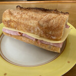 パリゼット - 極モモハムとマリボチーズ 425円