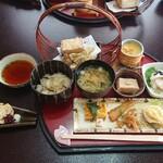 東乃雪 - 料理写真:湯葉刺、ごま豆腐付き 2,410円(税別)