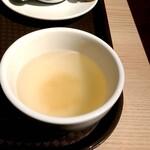 カフェ アメィゾン - ガパオライスセットのコンソメスープ