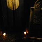 梟の館 - 夜会の日の門前