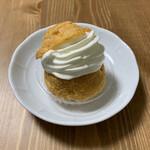 近江屋洋菓子店 - クリームパフ ¥220- (税抜)