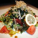 炭の花 - 採れたて有機野菜をたっぷり使ったサラダ