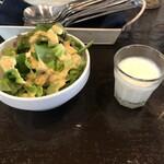 ミニヨンTOKYO - セットのサラダと一口東京柚子ラッシー