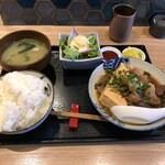 かどはち 燻 - 牛スジ肉豆腐定食