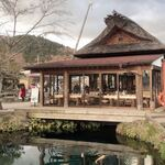 忍野八海池本 - 外観写真:入って直ぐの小屋