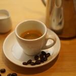 カフェ&バー キャンプファイヤー - オーガニックエスプレッソ