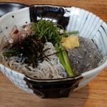 129618039 - 本日いただいたのは、3色丼 の親子丼(ヒコイワシ刺身)